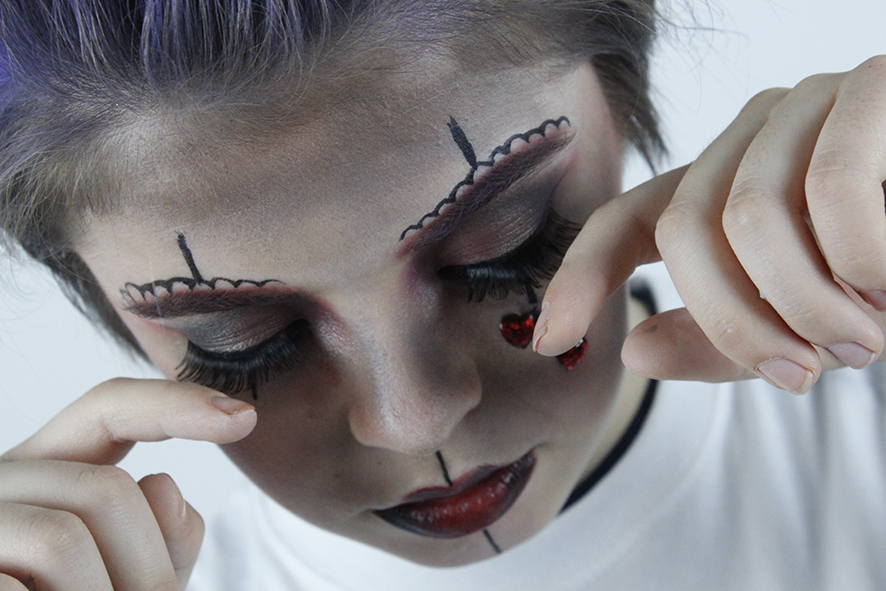 Amazing make-up . .check!  Amazing photographer . . check!  Amazing model . . check!