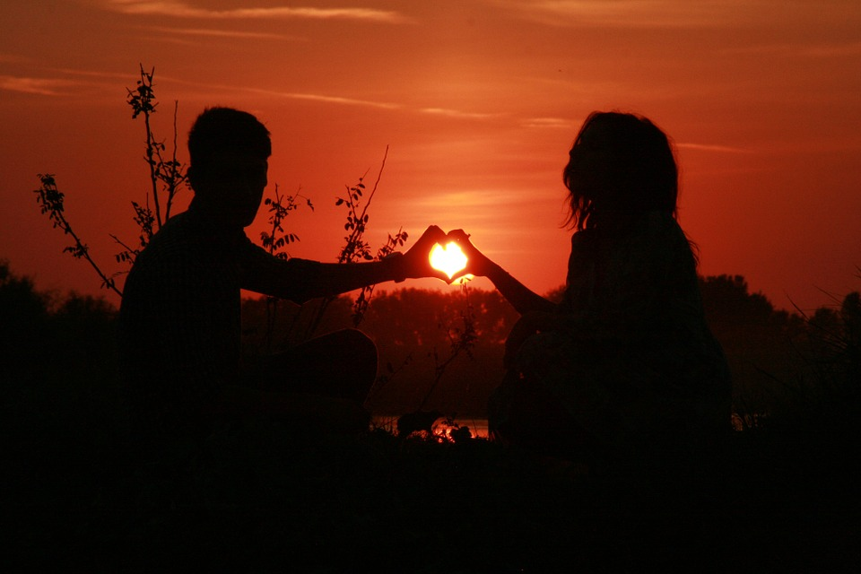 couple-915987_960_720 (1).jpg