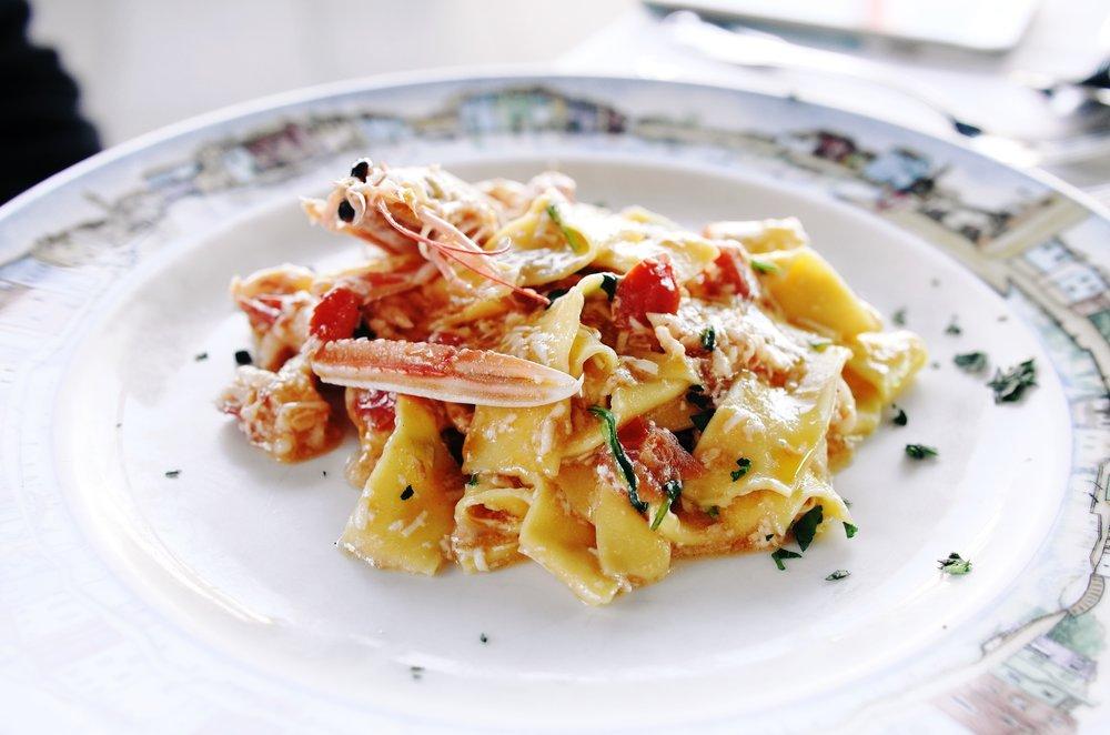 虽说意面源自意大利,但是找到真正好吃的意大利面在这个国家也并不是信手拈来那么简单的事。这道意面目前在我的意大利美食地图里排名第二。第一名是位于佛罗伦萨的米其林三星餐厅Enoteca Pinchiorri。