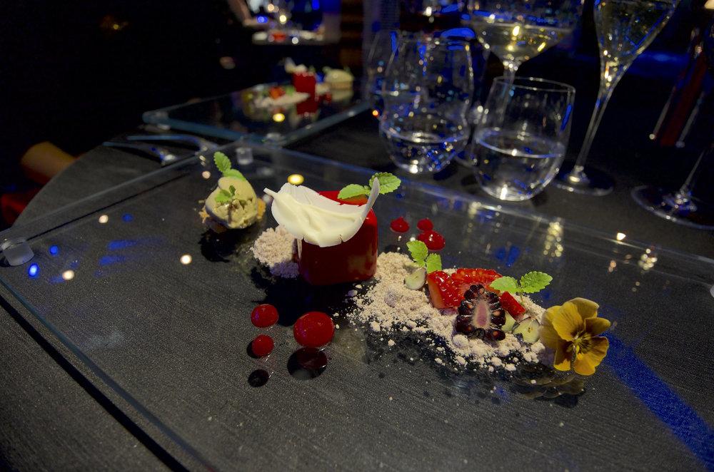在Naples的米其林一星餐厅Il Comandante除了菜品出色,还拥有超级无敌绝美海景。美食加美景,还未泯酒,人便醉了。