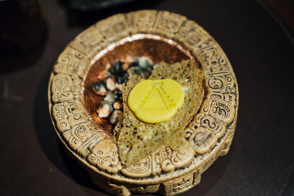 以玛雅文明为主题的一系列甜点当中,玉米绝对是不可或缺的元素。