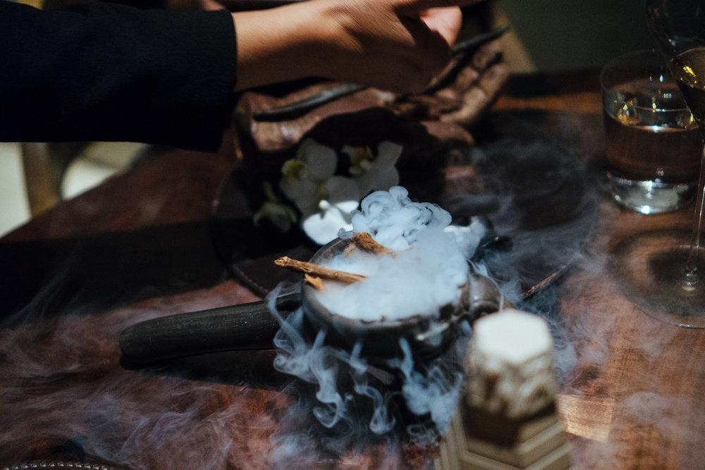 乍看以为是一根香草干,实际上是用新鲜香草做成的巧克力棒。不过形式大过内容,并没有给人留下特别的印象。