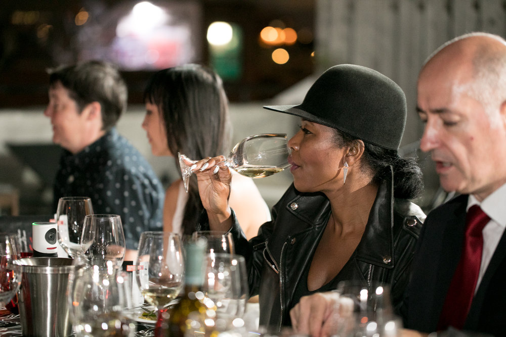 Tasting white wine at table-Garnacha-PressDinner-BrooklynRooftop-2H9A0087.JPG
