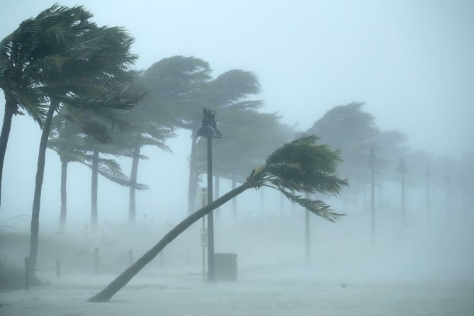Hurricane Irma blasts Florida ( People.com )