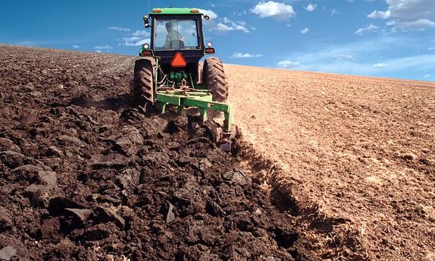 Tractor-ploughing-009.jpg