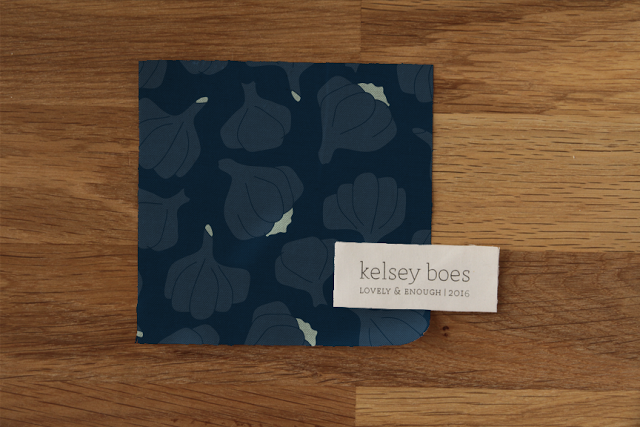 modern Thanksgiving-themed onion navy pattern design | Lovely and Enough