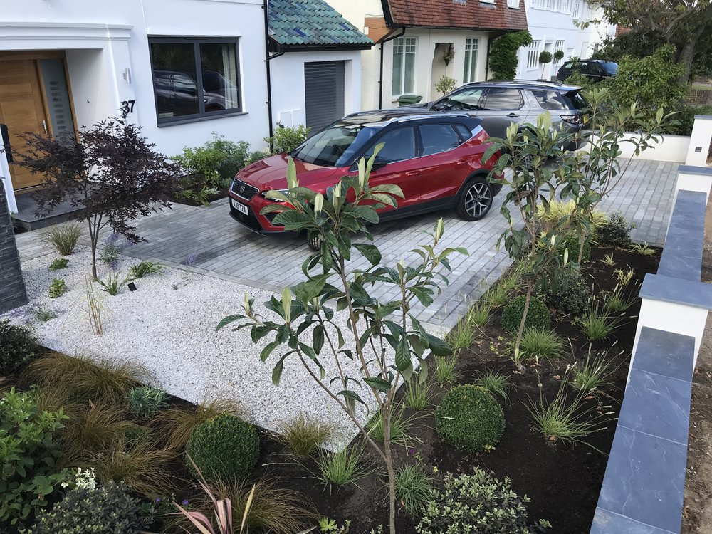 Construction and planting for Greenarden design, Esher 2018.