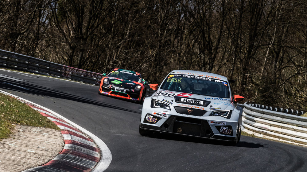 Andreas Gülden showed pure endurance racing and won the TCR class with the Seat Cupra TCR of Mathilda racing as solo driver.