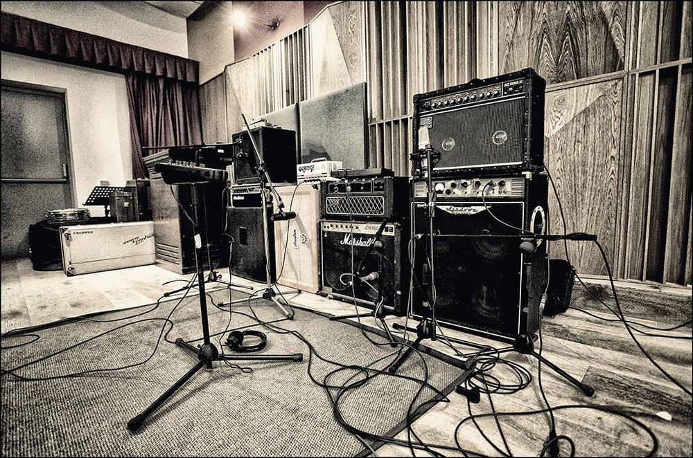 room_amps.jpg
