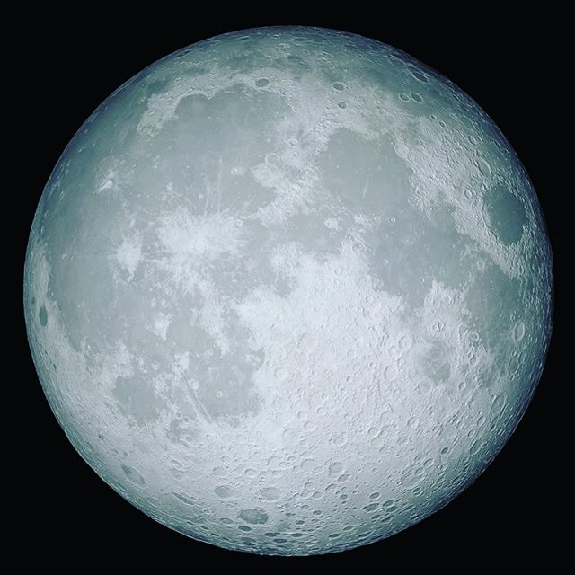 It's official! I'm launching my first FULL ONLINE course! Moon Cycle MasterClass ✨ This class will focus on: ✨ Moon Cycle tracking ✨ new and full moon 20 minute yoga/kundalini sequencing ✨ reiki based energy rituals to add in to your day ✨ women's health and pelvic floor education ✨ Facebook group for support for your classmates and myself ✨ 1 essential oil lesson for support through out the month ✨ This is the class to take if you wanted to take mentorship this year but you weren't sure about it. It's over the course of three full moon cycles - new moon July - new moon October 💜 In it you'll get to experience sistership, learn new tools of self care and connect to goddess centric lifestyle. ✨ Payment plans are available: https://app.ruzuku.com/courses/28633/enroll