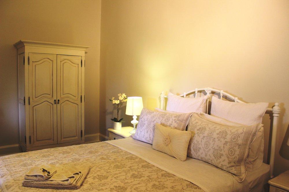 Guest bedroom2.JPG