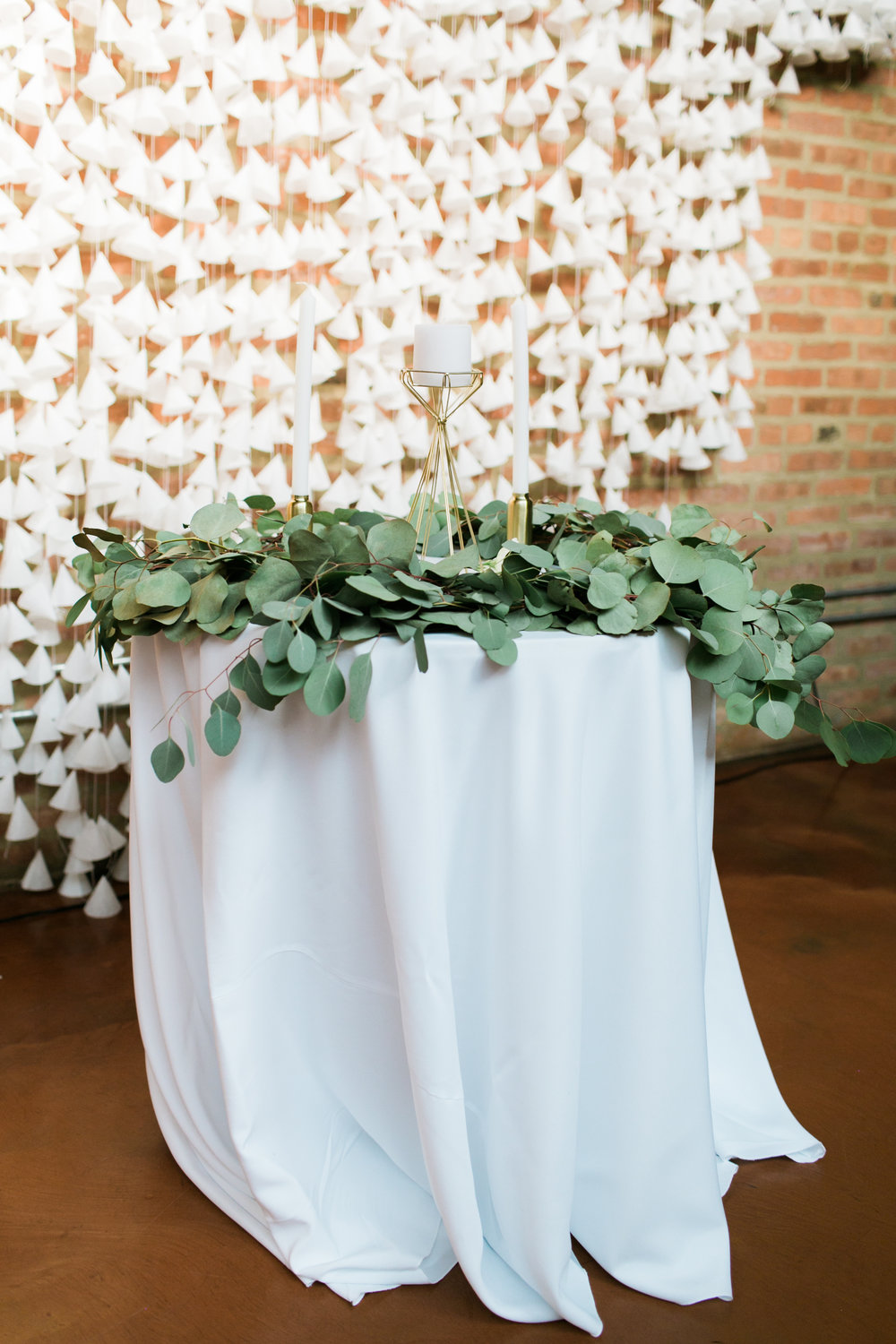 Garland and ceremony backdrop by Grace Niu & Priscilla Lee, photo by  Mayden Photography
