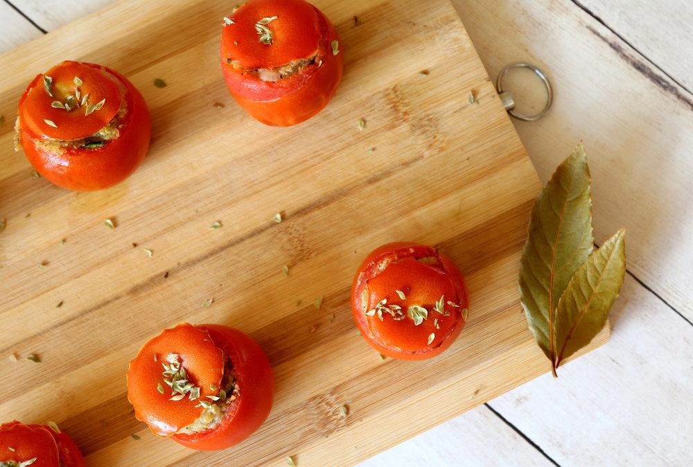delicious vegan stuffed tomatoes