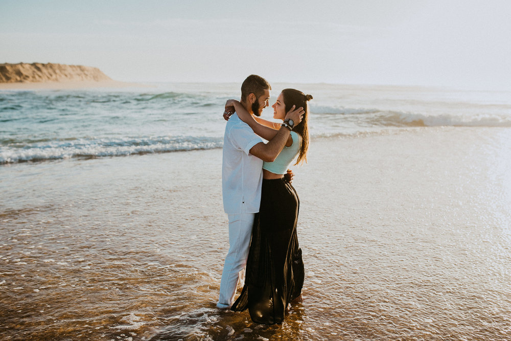 travel couple mindful traveler beach Portugal love conscious ethical