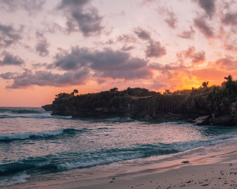 travel guide nusa lembongan and ceningan magical beautiful sunset sea beach ocean photography couple landscape