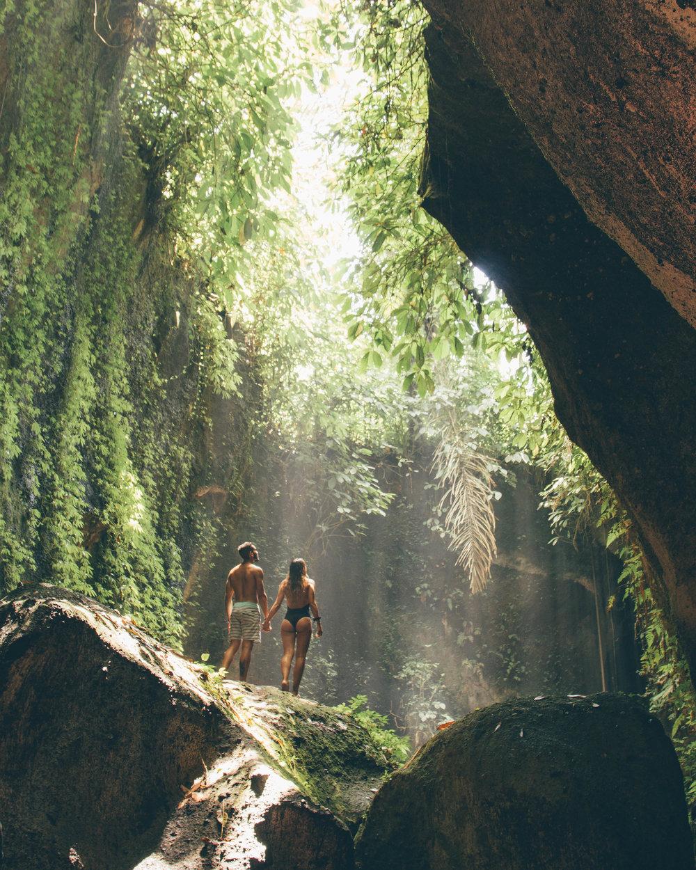travel couple best waterfalls bali indonesia tibumana sekumpul travel guide asia beautiful photography instagram