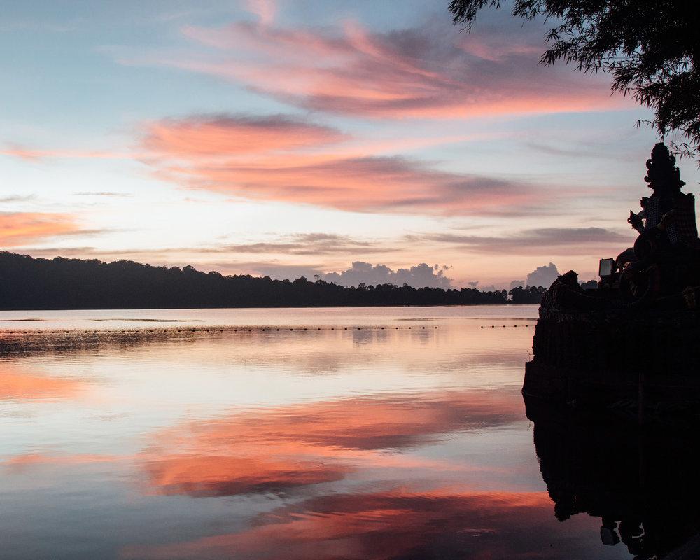 sunrise pura ulun danan beratan temple munduk bali indonesia lanscape amazing view