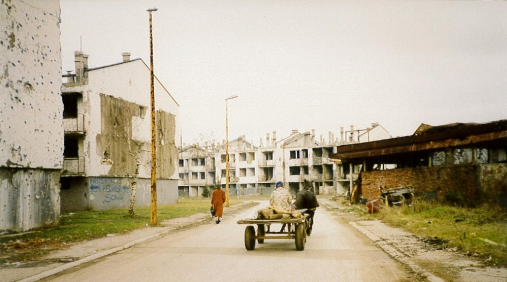 Sarajevo_Woman&Cart.jpg