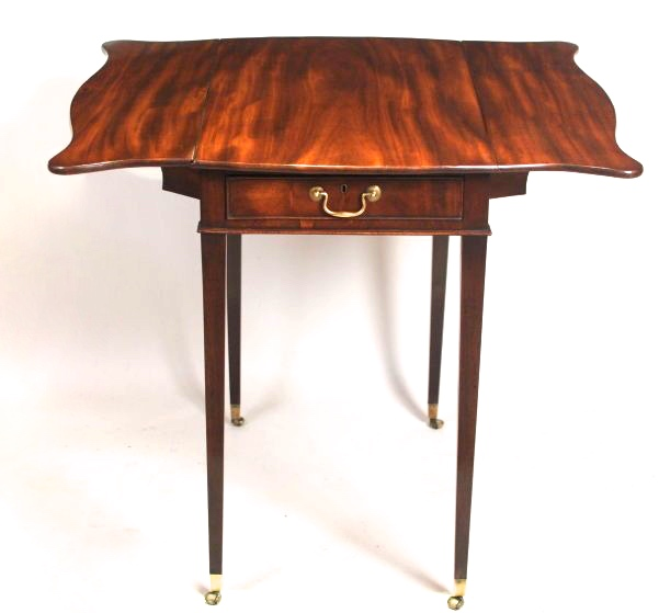 George III Mahogany Butterfly Leaf Pembroke Table, 18th Century