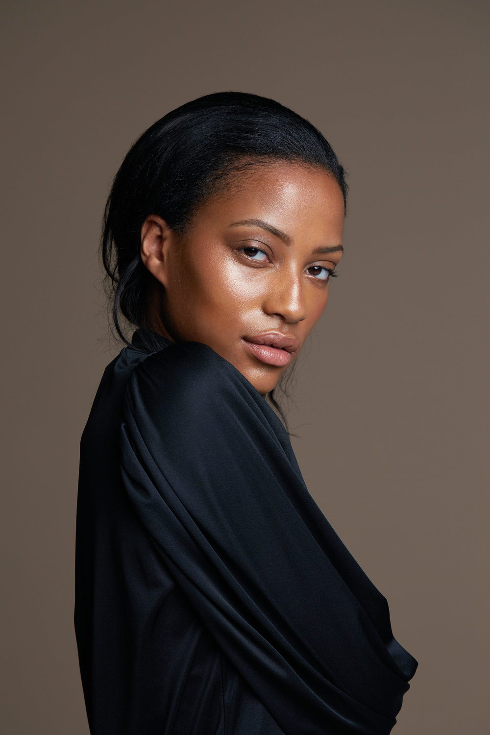 Photo by Justin Sisson. Deja wears Hennè Organics Luxury Lip Balm.