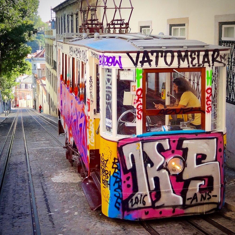 graffiti-lisbontrolley.jpg