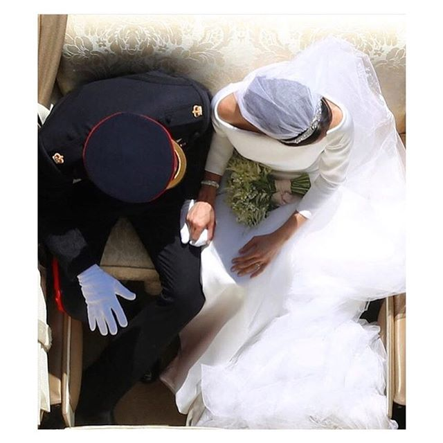 A real life fairytale ♥️ #royalwedding #meghanmarkle #princeharry #kensingtonpalace
