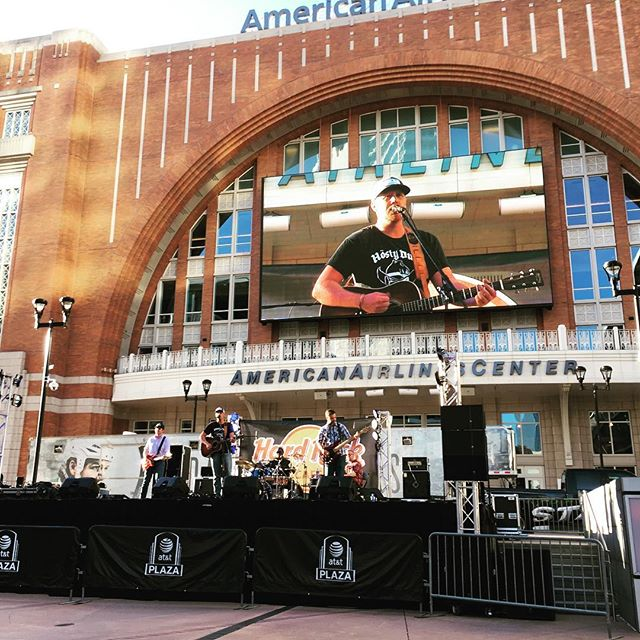 We had a great time Dallas! Can't wait to be back. #americanairlinescenter #evanmichaelsband #madeitonthejumbotron #hardrockcafé