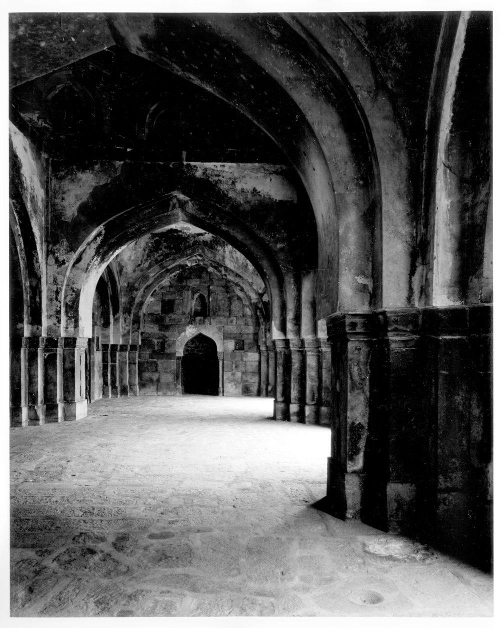 IsaKhan_Masjid.jpg