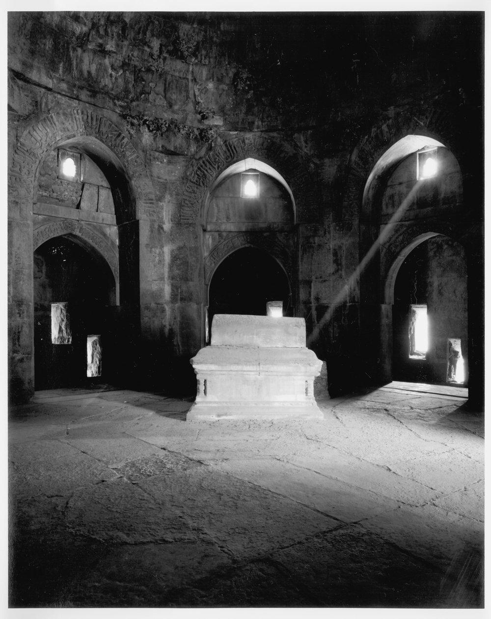 ZafarKhan_Tomb.jpg