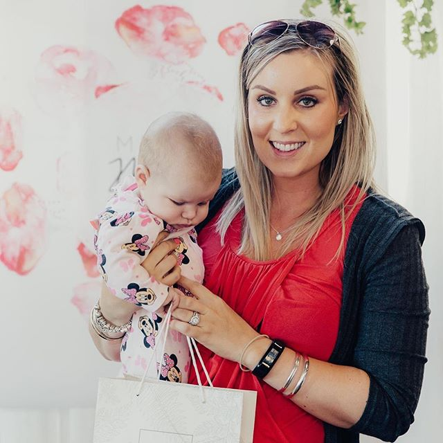 Even the babies are keen to see what's in the bag! ⠀ ⠀ A shot of one of the gorgeous mums from the Nelson Artemis Mums Meet Mums event with her spot prize from @floraeskincare⠀ ⠀ 📷 : @anagalloway⠀ .⠀ .⠀ .⠀ .⠀ .⠀ #mumsmeetmums #health #naturalhealth #mum #nz #baby #mums #skincare #motherhood #mumsandbubs #mummylife  #newmum #love #mumlife #christchurch #event