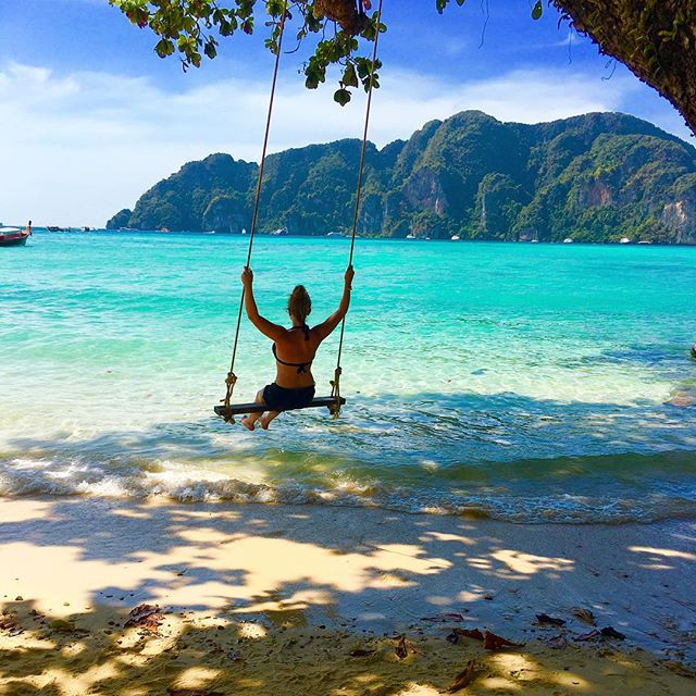Swinging back into work today like.... Lol jk, I'm up to my eyeballs in unread emails, shoot planning and admin catch up after nearly 5 weeks off but still managing to procrastinate by looking at holiday pics.. Whatever gets you through 😄