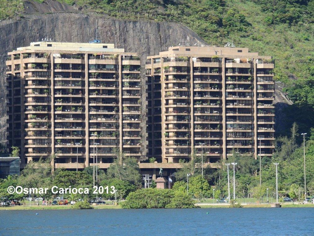 Edifícios Sonata da Lagoa e Rhapsody   Av. Epitácio Pessoa, 2.664 Lagoa – Rio de Janeiro Cliente: Gafisa A.T.C.: Ano: 1989 – Projeto dos arquitetos Edison e Edmundo Musa