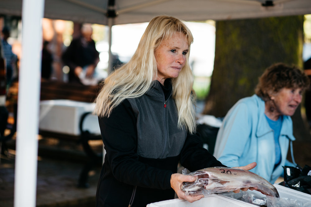 Sally Hall selling fish at the Bright Farmer's Market (Victoria), 2017, Photographer: Catherine Forge, Source: Museums Victoria.