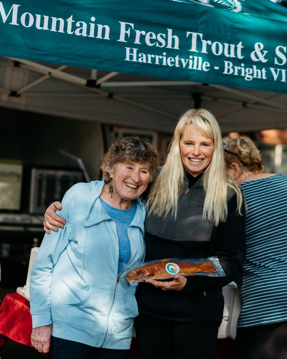 Sally Hall and her mother Rita Baldwin at the Bright Farmer's Market (Victoria), 2017, Photographer: Catherine Forge, Source: Museums Victoria.