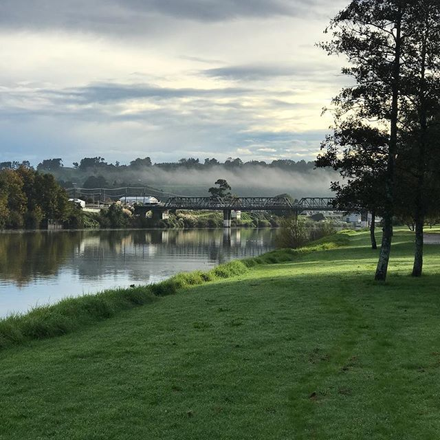 What a way to start the day! Walking my dogs with scenery like this. 🖤 #hometown #wanganui #river #newzealand