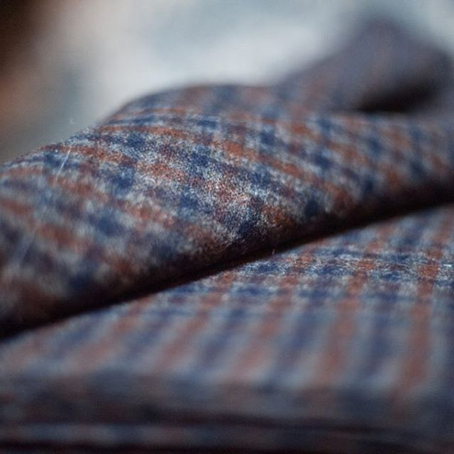 Fabric of the week! The beautiful 100% British wool 'Flat Cap', perfect weight for trousers, jackets & dresses. And we have lot more beautiful quality dressmaking wools in stock and even more coming in time for winter! All sourced from England. Store link in bio. Photo courtesy of the fabulous @merchantandmills 🖤 #british #wool #dressmaking #jacket #coat #dress #trousers #merchantandmills #sewing #drapery #handmade #shop #haberdashery #online #store
