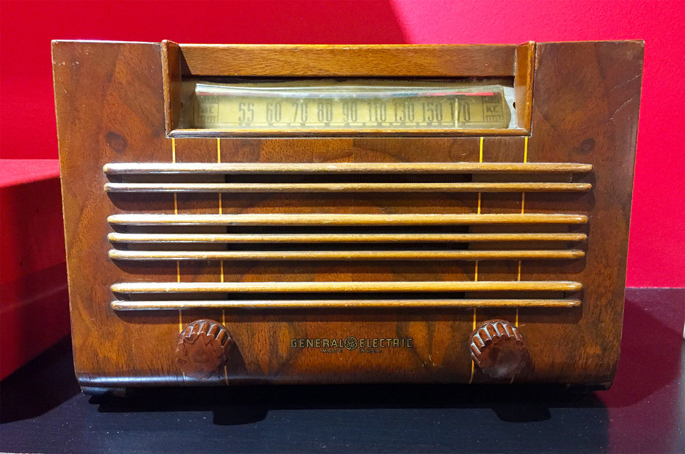 1940's General Electric Radio - Wood Body