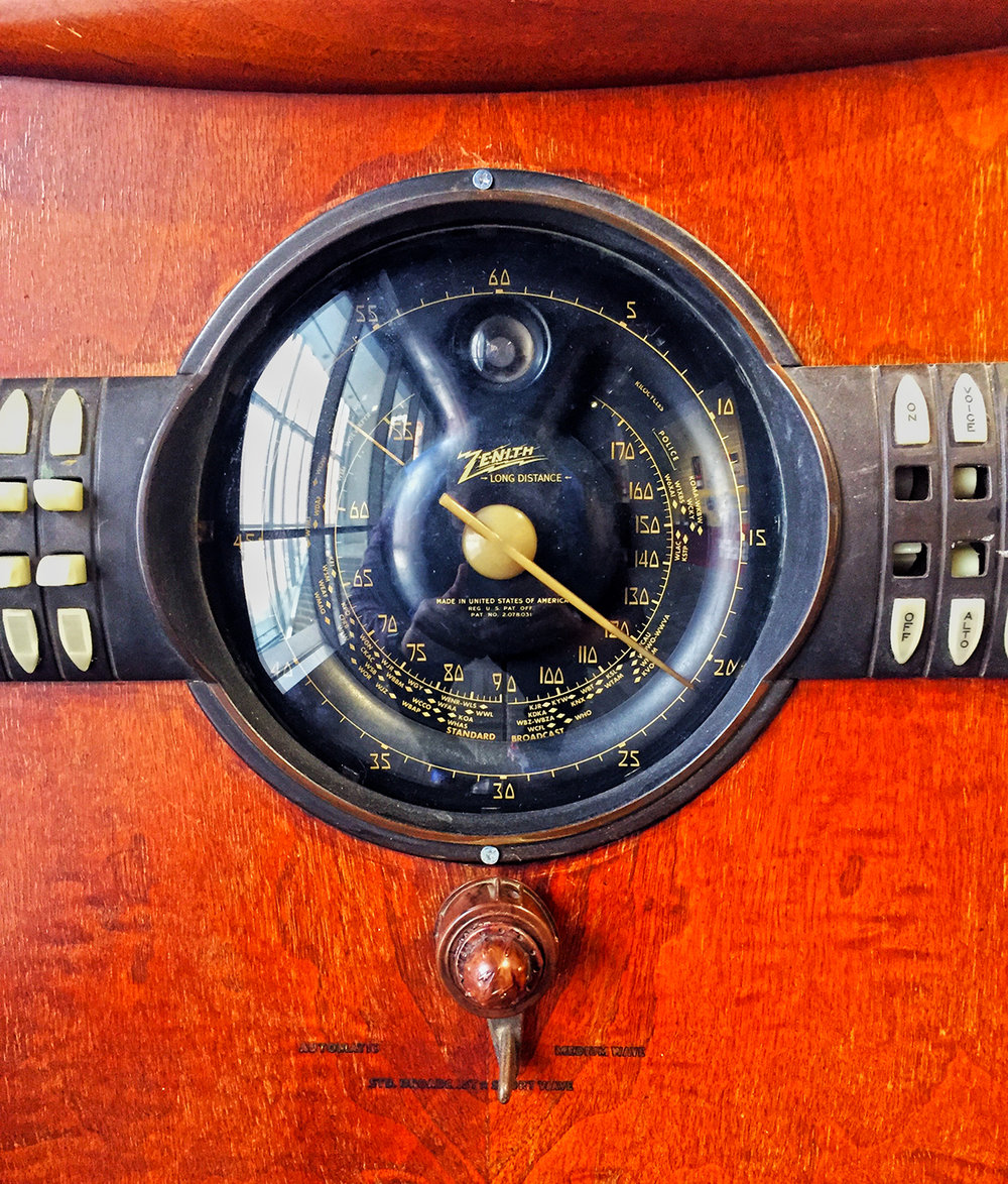 Zenith Shutter-Dial Console Radio, 1941, Model 12S265.
