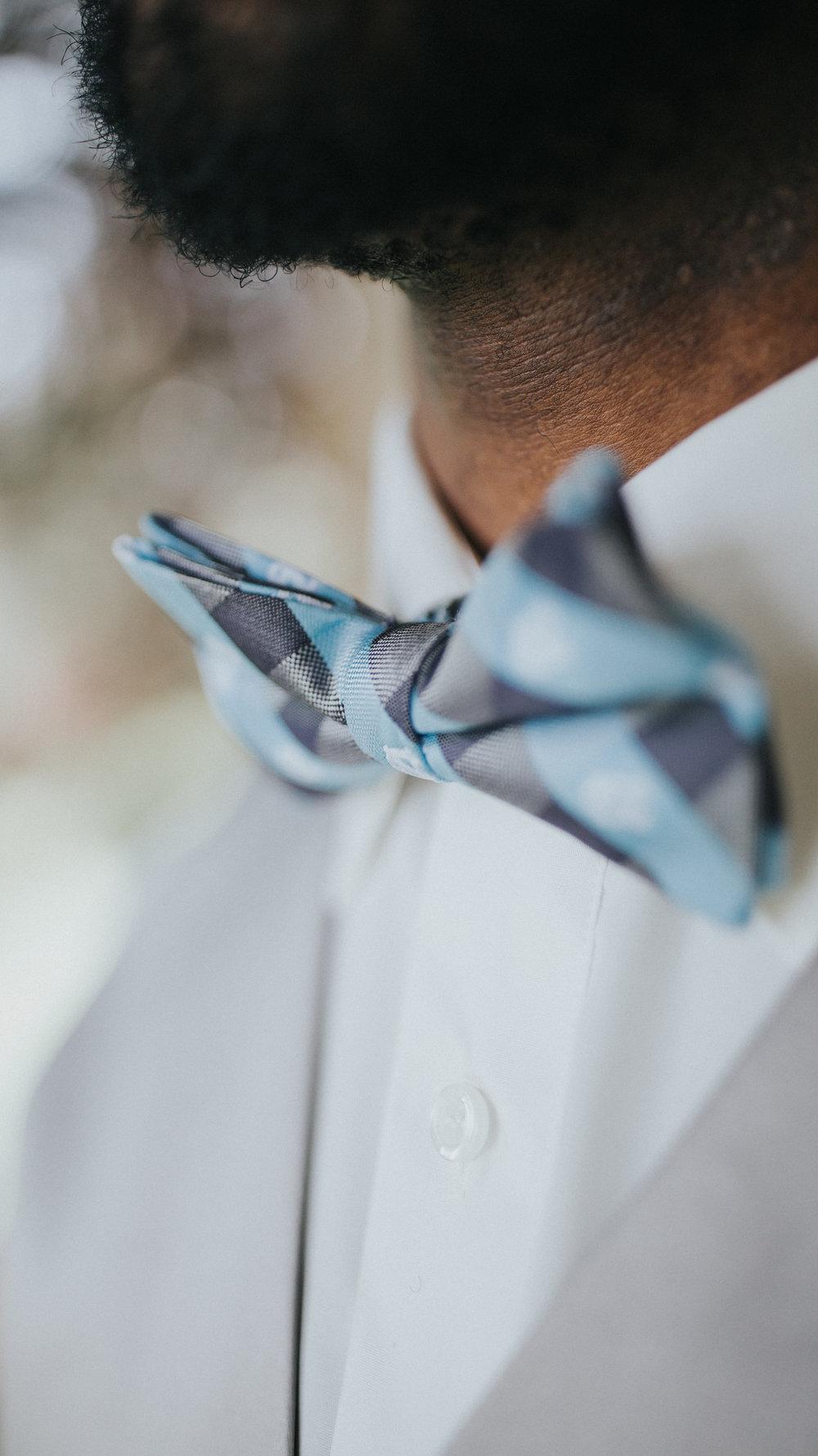 groom-wedding-morning-details