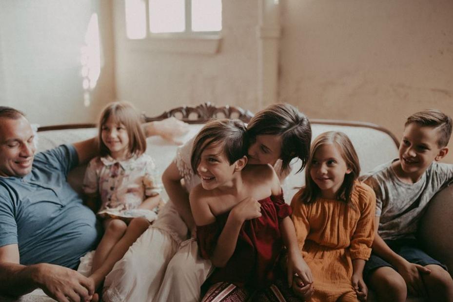 photographer-photos-family-mother-newborn-boston-ny-sunse