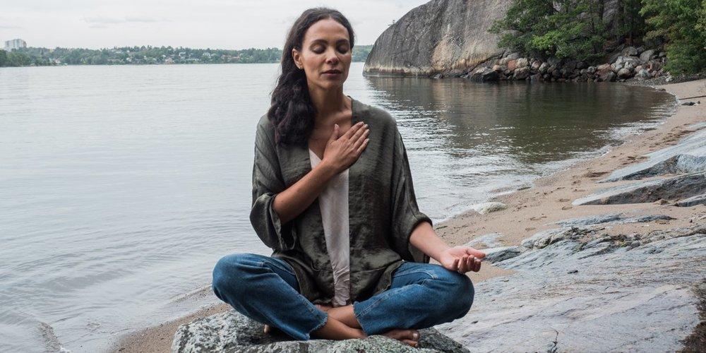 mona yogobe.jpg