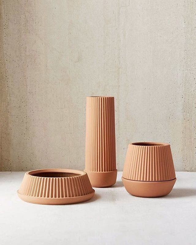 Love the simplicity of these terracotta planters. Off to Europe next week to explore Milan Design week #plants #happysunday #terracotta #green #milandesignweek #milan #italy #interiordesign #winteriorconcepts #hk #inspiration #aesthetic #interiordesigner #interior4all #designer #decoration #deco #texture