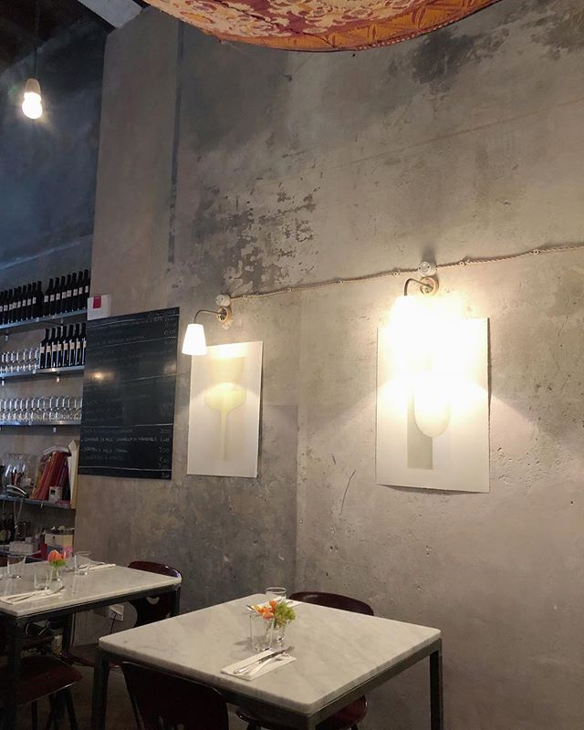 Love love love the use of textures and materials of this cute little trattoria in Brera. And the food was great as well 🍽🍝🍷#concrete #restaurant #italianfood #italy #breradesigndistrict #interiordesign #winteriorconcepts #hk #inspiration #aesthetic #interiordesigner #interior4all #designer #decoration #deco #texture