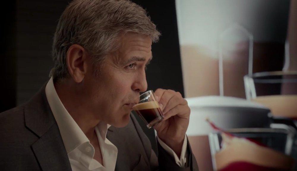 spot-nespresso-con-george-clooney-e-donna-in-rosso-5.jpg