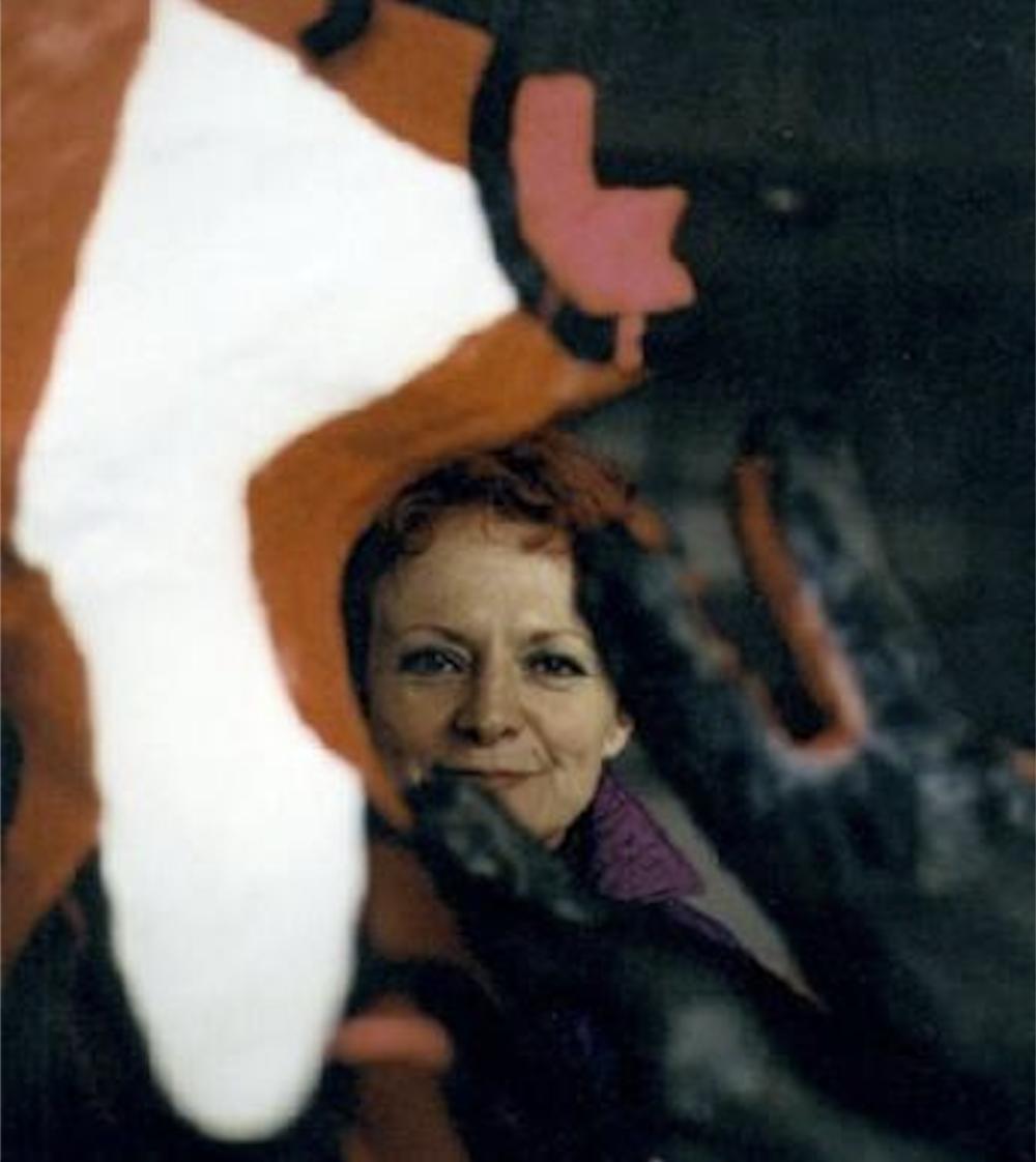 RITA MARIE DE MUYNCK zwischen Rotkapp und Wolf - Quelle:http://www.ritademuynck.com