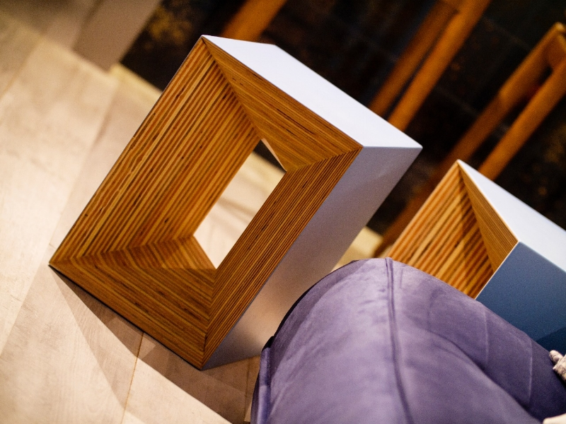 Plywood sitting stool by Studio Deusdara - Product Design and Furniture