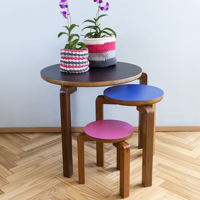 Meet Geraldo Family, the three leg stool kit and table. Enter at our website and get to know the history behind @rafaelstudart_ inspiration for this collection. . . . . . . #modernfurniture #interiordesign #plywoodfurniture #furnituredesign #productdesign #homedecor #stool #sidetabledecor