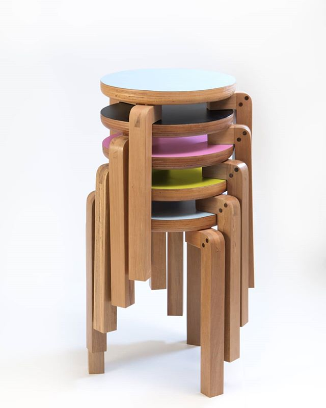 Lots of Geraldos to remember you that more than being stackabke, if you buy today, we send to you tomorrow! . . . . #astrohouse #design #productdesign #homedecor #decor #stool