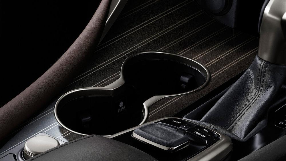 Detalhe-Linha-Lexus-Toyota.jpg