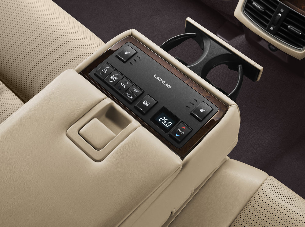 ES-350-Lexus-Interior